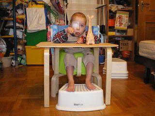 Дима в стульчике рис1